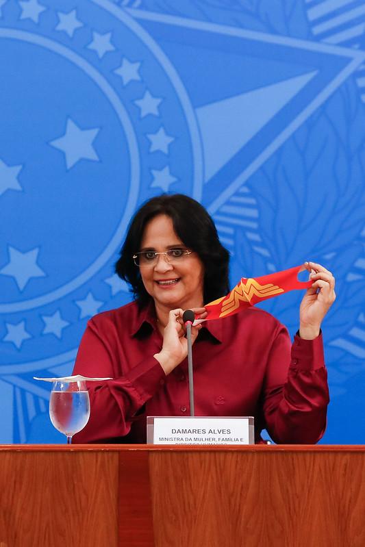 A Ministra de Estado da Mulher, da Família e Direitos Humanos, Damares Alves, que será a responsável por distribuir os recursos para os asilos. Foto: Anderson Riedel/PR
