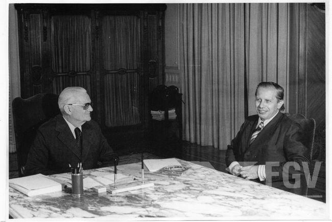 O presidente Ernesto Geisel e o ministro da Fazenda Mario Henrique Simonsen. Foto:FGV/CPDOC