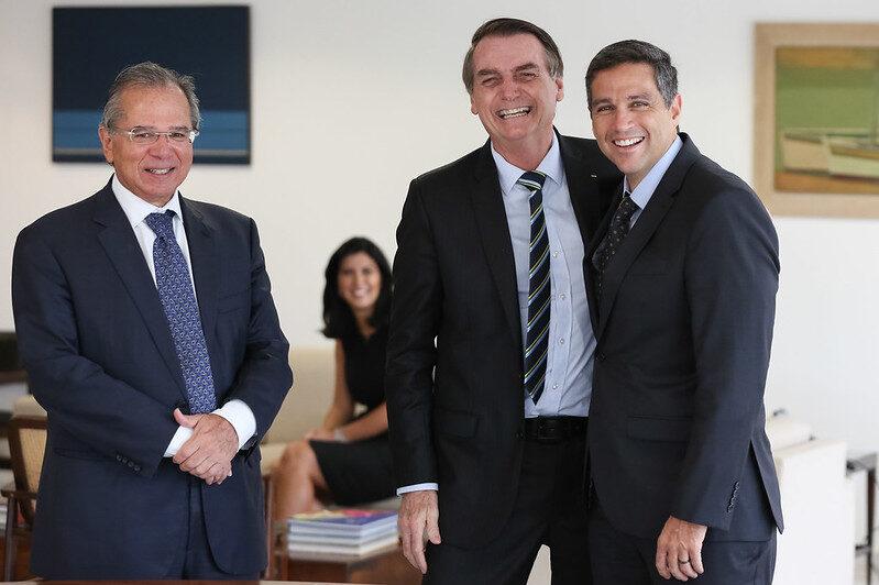 Posse do presidente do Banco Central, Roberto Campos Neto, com Paulo Guedes e Jair Bolsonaro em 28/02/2019. Foto: Marcos Corrêa/PR